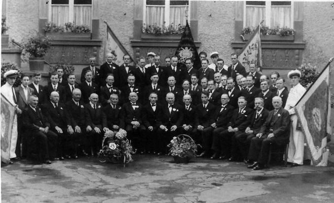 Gruppenbild Junggesellenverein 1952 - zur Verfügung gestellt von Josef Zündorf