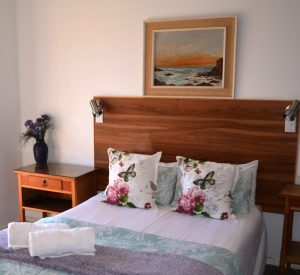 The photographer took a photo of the double bed in Meeu at Die Anker Guest House.
