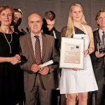 Dorint Oskar 2015: Die beste Hotelfachfrau im Wettbewerb Kathrin Klingenberg (2. von rechts) mit Dorint Personaldirektorin Andrea Fell, Gesamtbetriebsratsvorsitzender Polichronis Raptis und Dorint Geschäftsführer Olaf Mertens (von links).