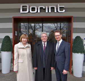Bundespräsident Joachim Gauck mit Daniela Schadt und Hoteldirektor Stefan Seiler