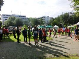 Die Läufer im Dahliengarten
