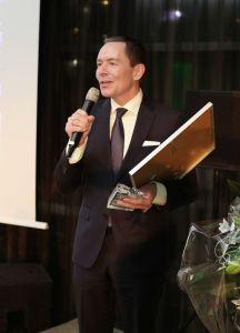 Karl-Heinz Pawlizki richtet Dankesworte an die Jury des Certified Star-Awards und hebt die Bedeutung der Certified-Siegel für die Hotellerie. Fotografin: Marina Fehlau