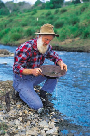 032123 Gympie Panning for gold