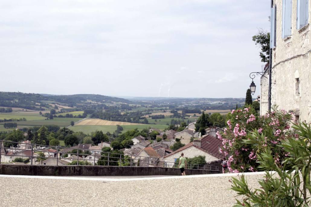 Uitzicht over het landschap in Lauzerte in Frankrijk