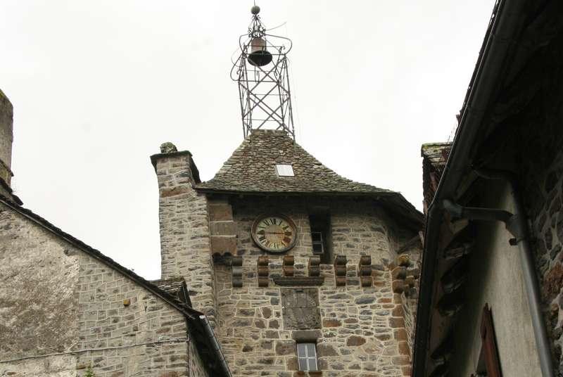 Toren tempeliers in Salers in de Auvergne Frankrijk