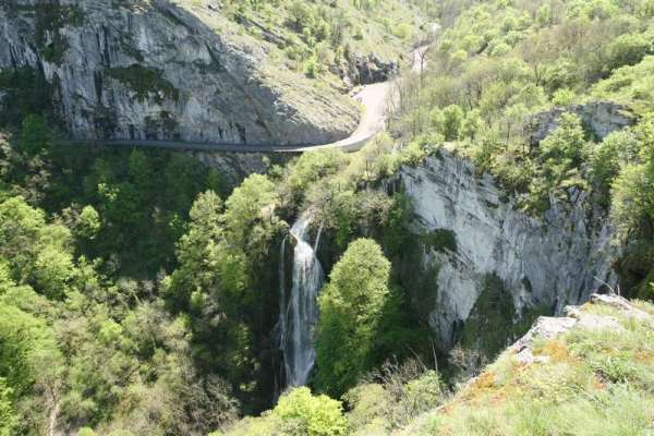 autoire-plus-beaux-village-waterval
