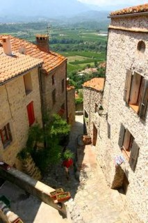 Uitzicht uit het dorp Eus in de Pyreneeën