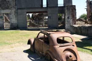 De auto van de dokter van Oradour-sur-Glane, het dorp dat in 1944 door de SS werd verwoest