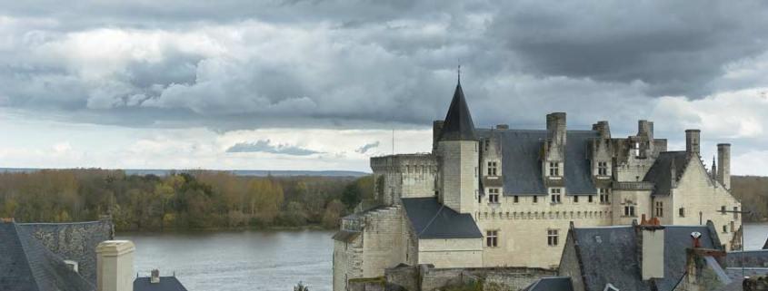 Château_et_village_de_Montsoreau-kasteel-loire-dorp-frankrijk-By-Declaudure-via-Wikimedia-Commons