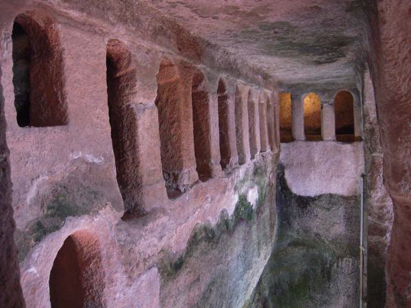 Aubeterre-sur-Dronne-ondergrondse-kerk-saint-jean-cc-patrick-janicek