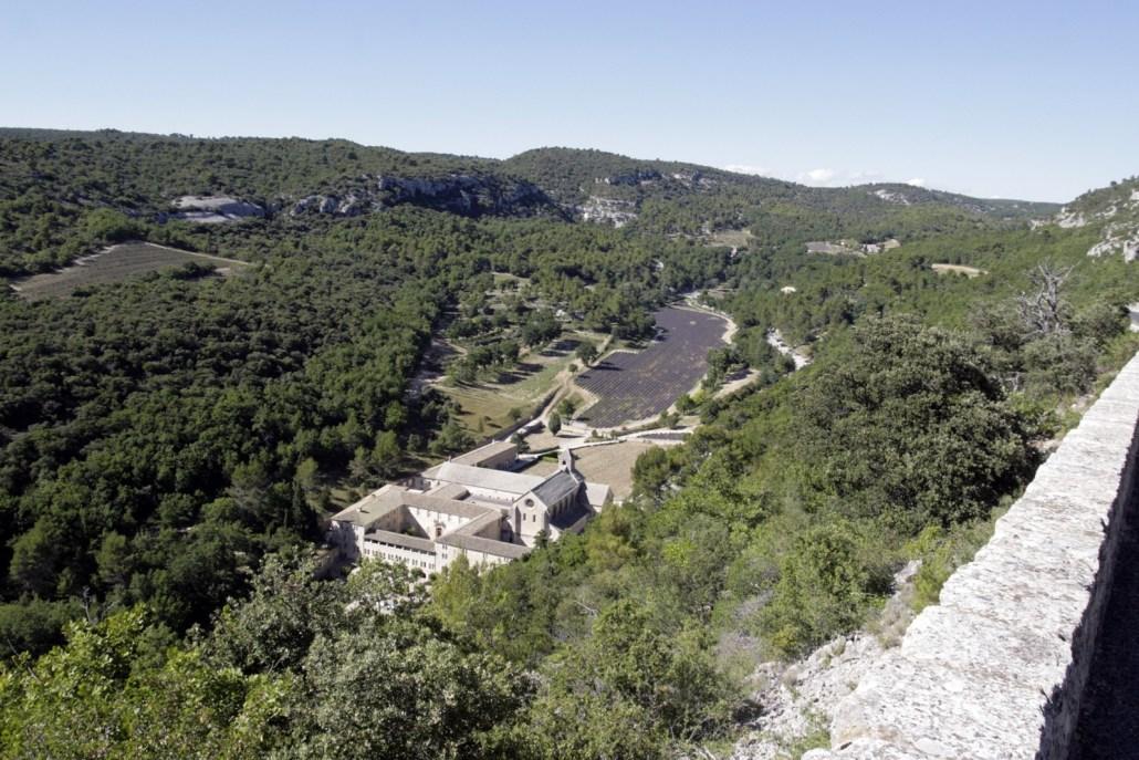 Het klooaster van Sénanque in het zuiden van de Vaucluse in de Provence, Frankrijk
