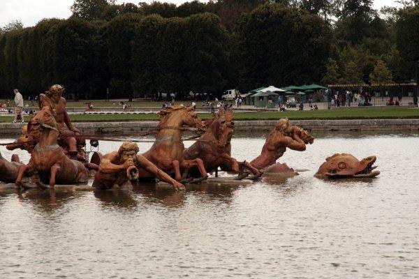 De fontein van apollo in de tuin van het kasteel van Versailles