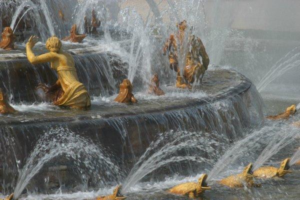 tuin kasteel versailles frankrijk detail fontein latone met kikkers