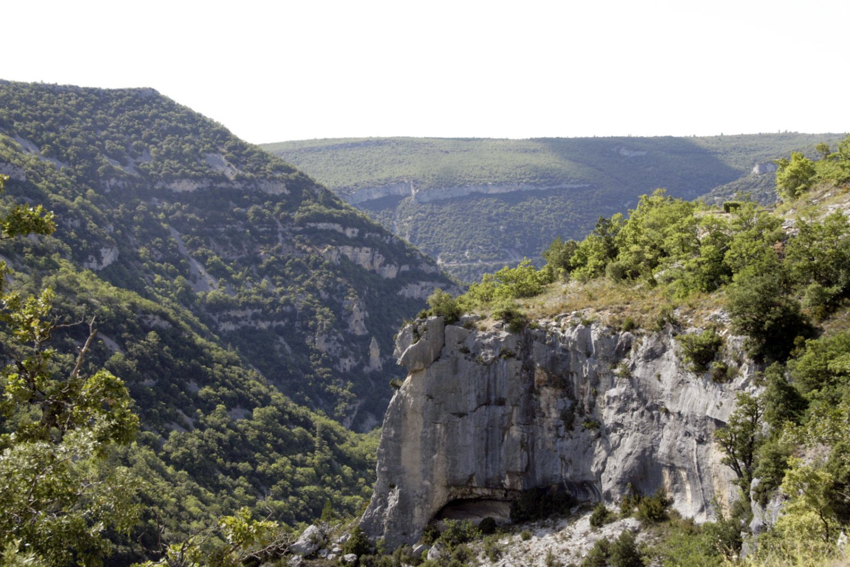 Uitzicht op de Gorges de la Nesque in de Provence, Frankrijk