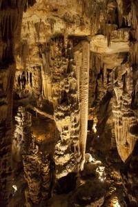De grote zaal van Grotte des Demoiselles