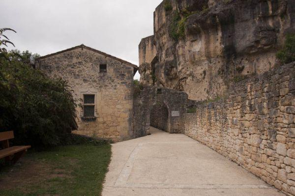 De ingang van het Chateau de Gavaudun