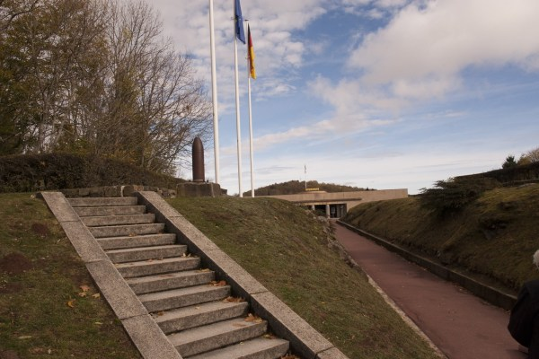 pad-naar-monument-route-de-cretes-elzas-vogezen-Vieil-Armand-Hartmannswillerkopf