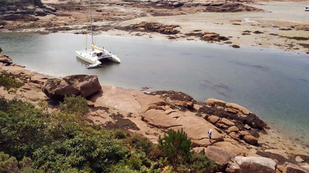 Boot in de inhammen bij Ploumanach
