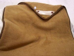 Merino Europa Matratzenauflage, 100% Kamelhaar (520gr./m² Wollsiegelqualität) i. Flor (Farbe dunkelbraun), Sondermaß (bis 250 x 250cm)