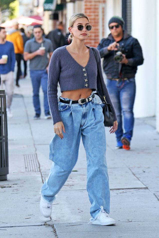 Hailey Bieber Gets Coffee To Go For Husband Justin