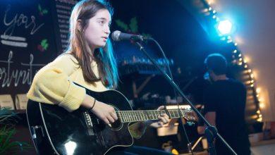 Photo of Zala Kralj in Gašper Šantl v Tel Avivu ohranjata nastop iz Eme