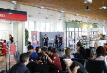 Photo of Po ljubljanskem letališču odmevali francoski šansoni