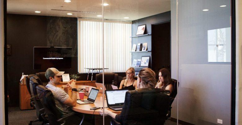 sestanke, koledar z opomniki, odpovedovanju sestankov, zamujanje, sestanek, kultura