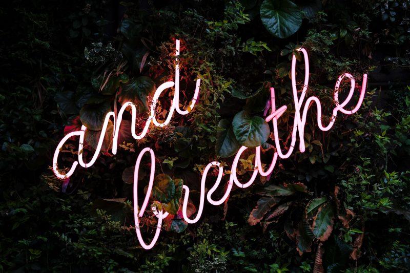 tesnoba, dihanje, dihalne vaje, izdih, sproščanje, spopadanje s tesnobo