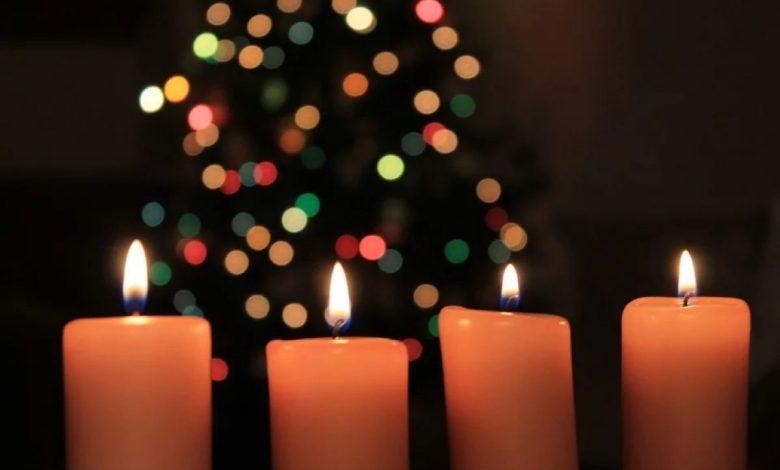 Praznično okrašena soba, adventni venček, adventni venčki, sveče, adventnega venčka, varnost, požar, tragedija,