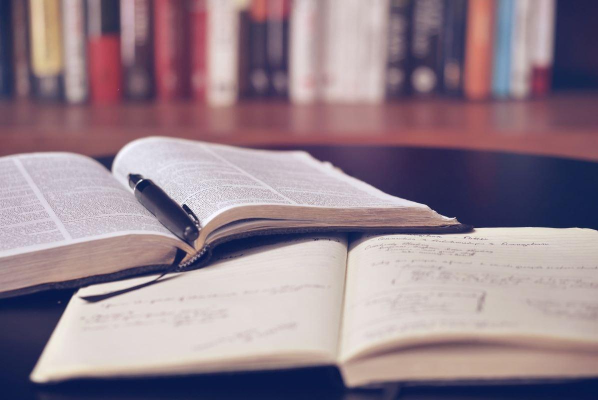univerza v mariboru, um, zviševanje ocen um, zviševanje ocen univerza v mariboru, povprečje ocen, študij, pravilnik o preverjanju in ocenjevanju znanja na UM, ocene, nizke ocene, ocena, nadaljevanje študija, omejitve na študiju, magistrski študij, študij v tujini, visoke omejitve,