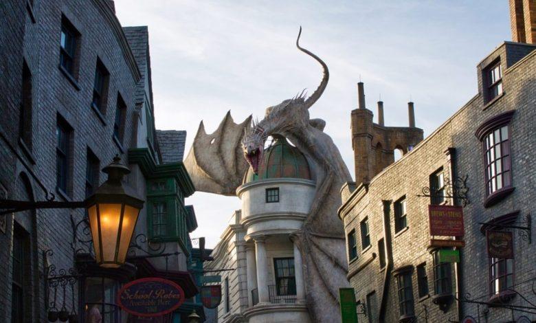 J.K. Rowling, Harry Potter at Home, Harry Potter, Harry Potter in kamen modrosti