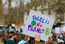 Photo of Mladi podnebni aktivisti znova množično na ulice