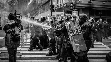Photo of Nasilje nad novinarji, ki poročajo s protestov, se je zelo povečalo