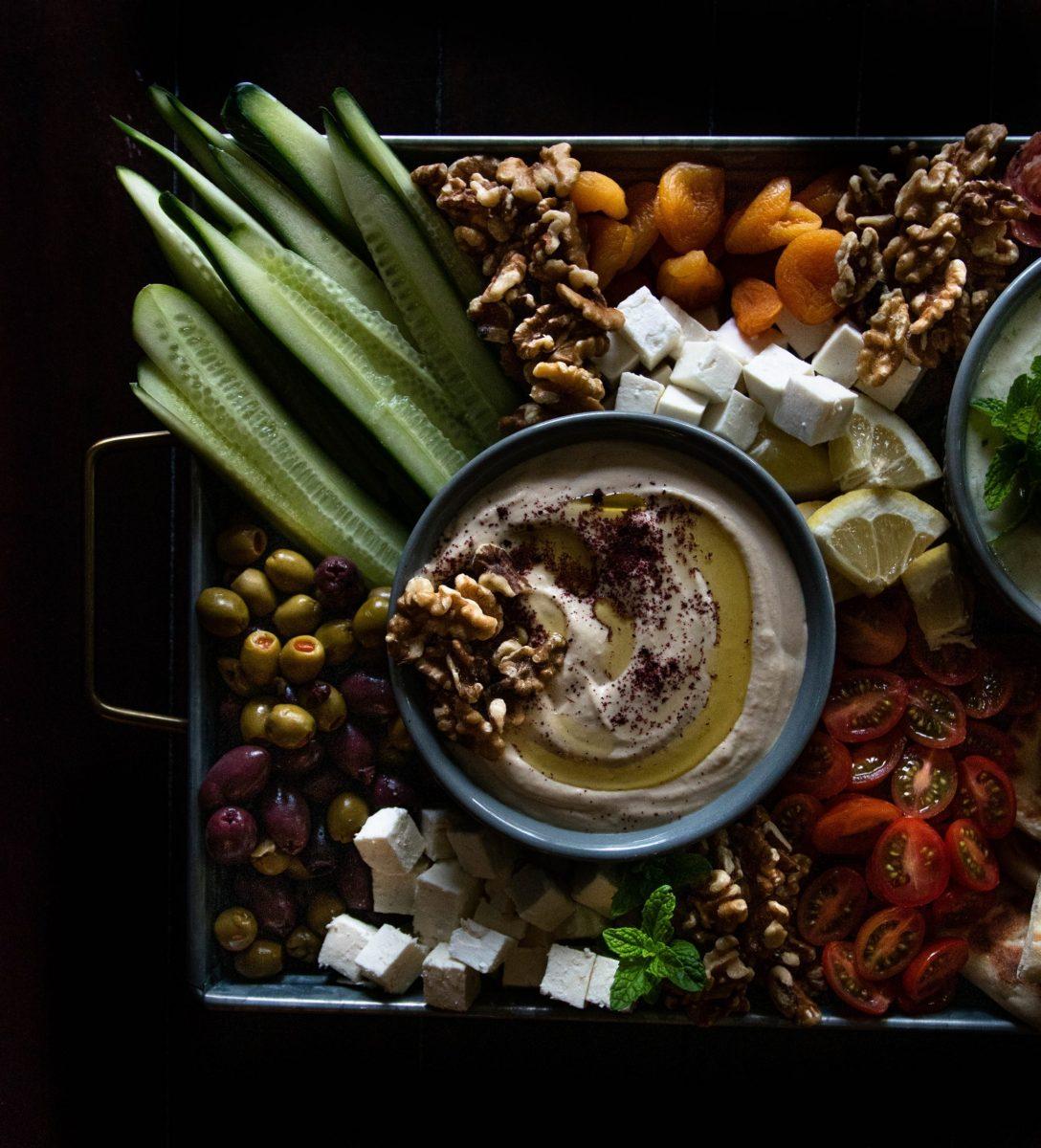 humus, namaz, čičerika, je humus zdrav, zakaj se uporablja humus, vlaknine, olivno olje, tahini, kaj je tahini pasta