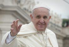 Photo of Papež Frančišek naj ne bi rekel, da homoseksualci imajo pravico biti v družini