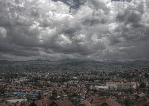 nikola-cvetković-niš-foto-zgrada-crkva-detalj-zastave-krst-kuća-ćele-kula-modern-art-prozor-dvorište-ćošak-salvadora-dalija-spski-vidikovac