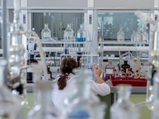 Malattie rare, gli esperti, farmaci e ricerca genetica non bastano