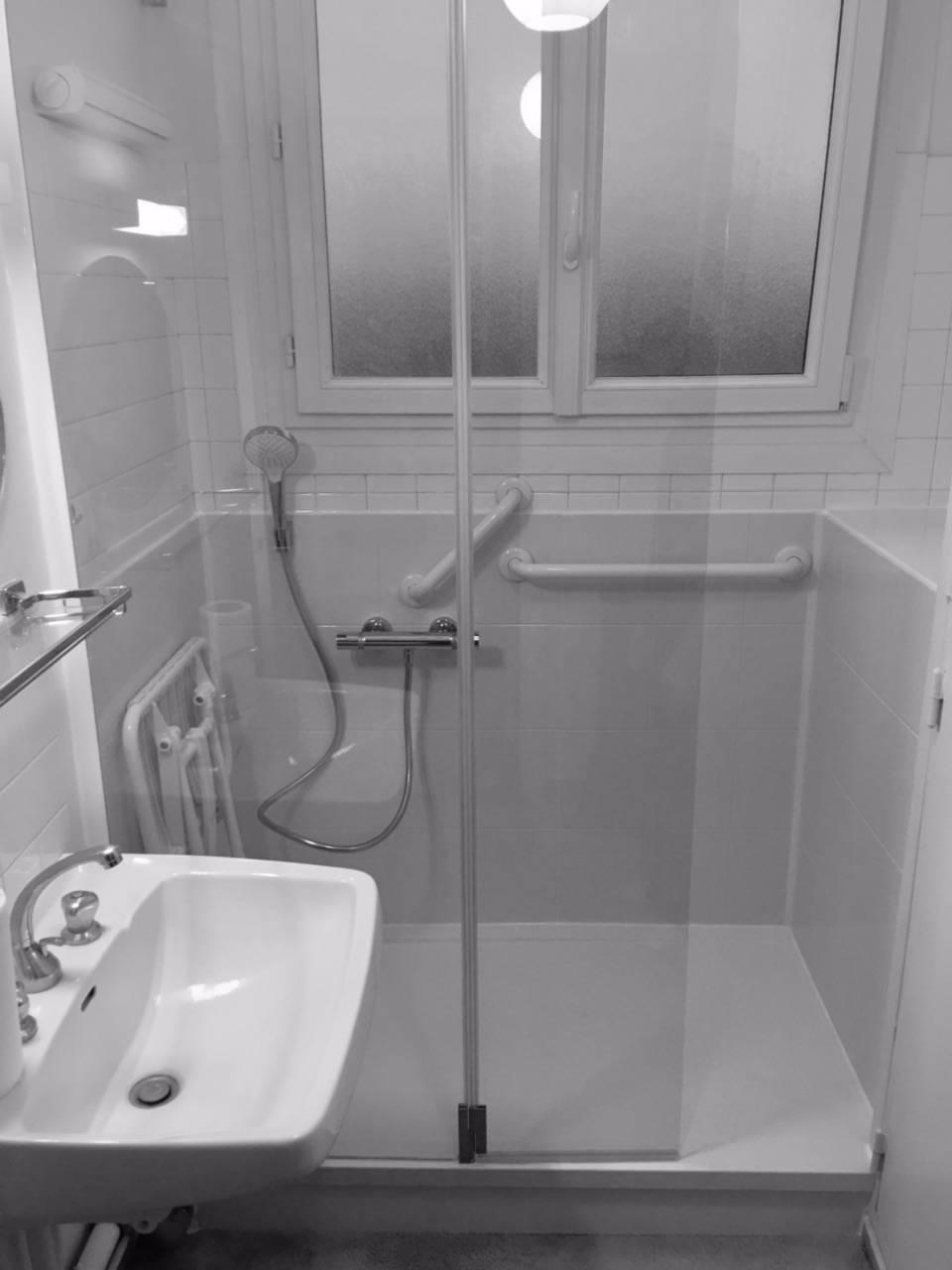 est il possible de remplacer ma baignoire par une douche securisee en une journee