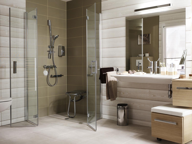 Voici comment remplacer votre baignoire pour une douche - Transformer sa baignoire en douche italienne ...