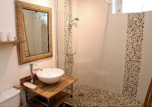 des mosa ques et des galets pour sa douche italienne c est possible. Black Bedroom Furniture Sets. Home Design Ideas