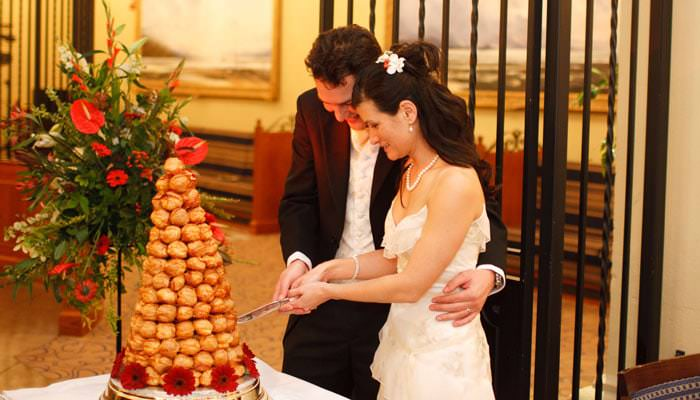 Wedding Photograph of bride and groom cutting cake at Heythrop Park, Oxfordshire