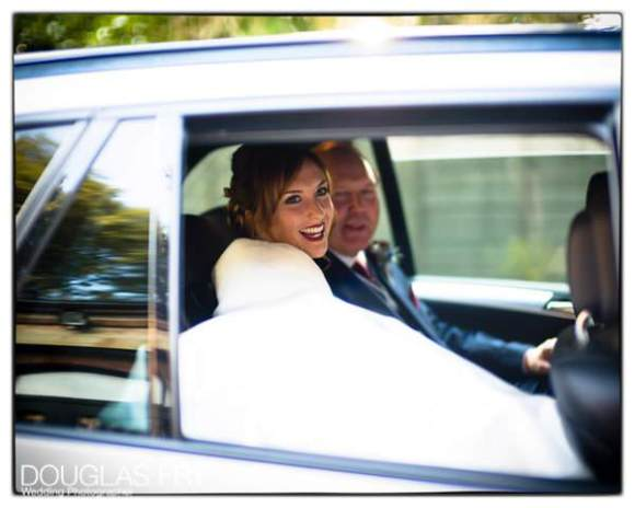 Bride and father of the bride arrriving in car at wedidng venue