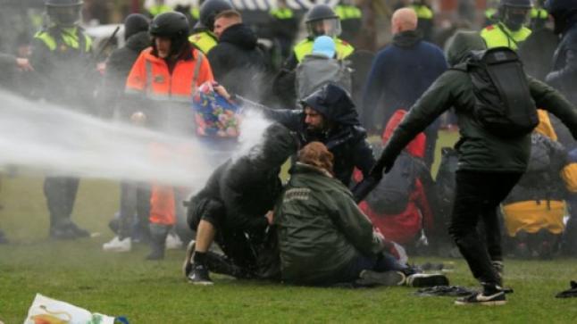 اشتباكات بين الشرطة ومئات المحتجين بعدة مدن هولندية