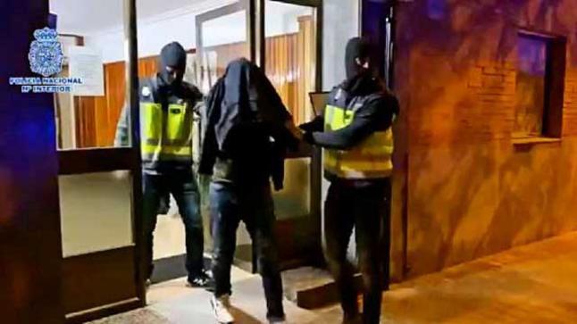 """الشرطة الإسبانية تعتقل ناشط ينتمي لـ """"البوليساريو"""" بتهمة التحريض على ارتكاب أعمال إرهابية ضد مؤسسات مغربية في إسبانيا والخارج."""