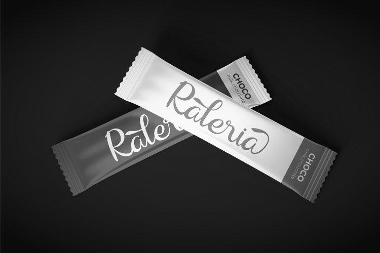 Raliqa-Modern-Calligraphy-Font-3
