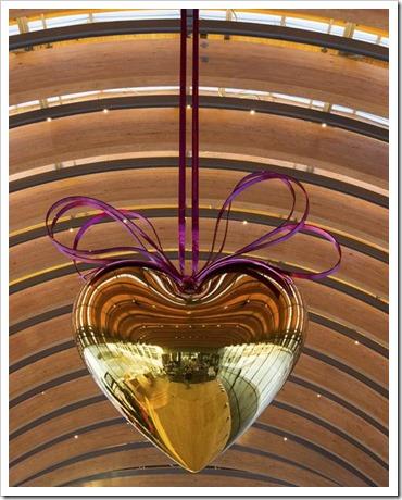Hanging Heart Gold Magenta Jeff Koons Crystal Bridges