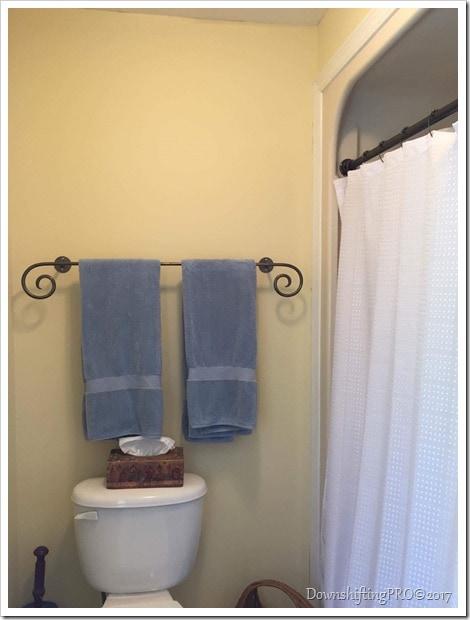 Bathroom Makeover - @DownshiftingPRO - Benjamin Moore