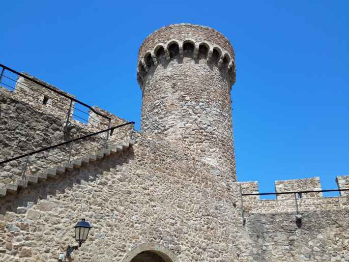 Tossa Del Mar Castle (and fortress city)_Spain_@DownshiftingPRO