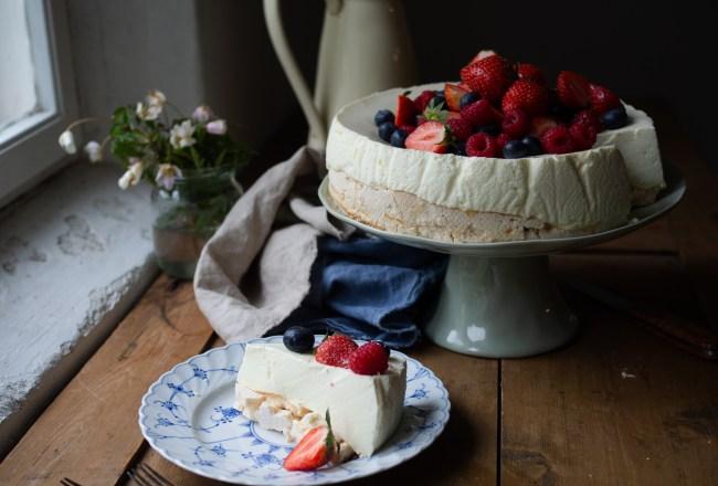 Pavlova Cheesecake (Ostekake) with Fresh Berries