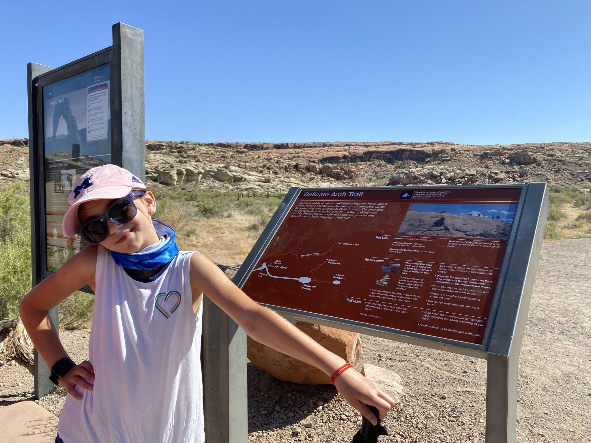 Hiking to Delicate Arch trailhead